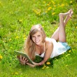 Beautiful smiling woman with tablet pc, outdoors — 图库照片