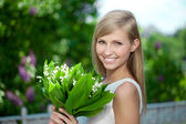 Portrait of young beautiful smiling woman outdoors — Stok fotoğraf