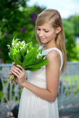 Portrait of young beautiful smiling woman outdoors — Стоковое фото