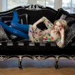 Beauty woman in luxurious sofa — Stockfoto