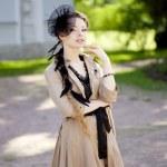 mulher em um estilo retro na cidade — Fotografia Stock  #11945655