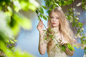 Beauty woman and flower garden — Stock Photo