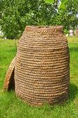 Weidenkorb hergestellt aus Stroh — Stockfoto