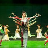 Chinese folk dancers — Stock Photo