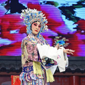 Pretty chinese opera actress with traditional costume — Stock Photo