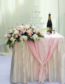 Beautiful rose flower and champagne on the wedding. — Stock Photo