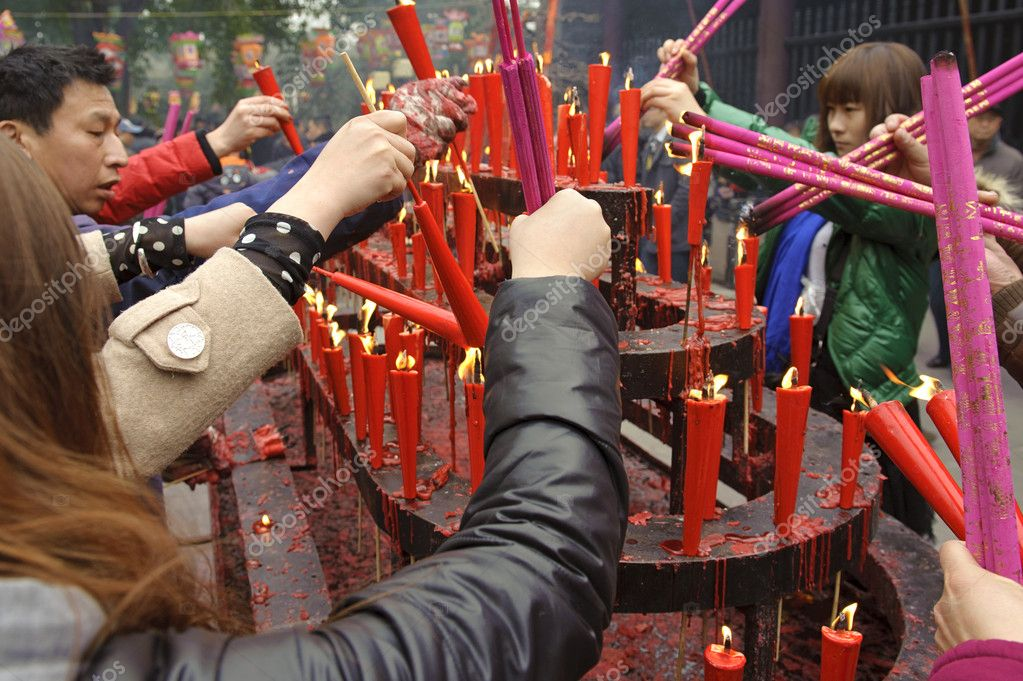 Burning incense upon the incense altar in temple during chinese new year on Feb 5, 2011 in Chengdu, China. — Stock Photo #10849544