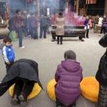 Praying to Buddha in temple — Stock Photo