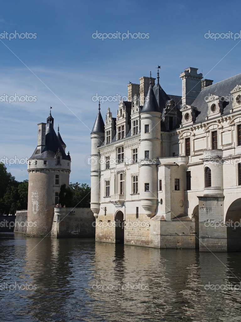 In 1547 French King Henry II offered the chateau as a gift to his mistress, Diane de Poitiers — Stock Photo #11802338