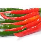 Yeşil ve kırmızı biber düzenlenmesi — Stok fotoğraf