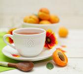 早上的茶和夏季水果 — 图库照片