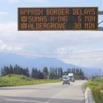 Border Crossing Wait Time Signage — Stock Photo