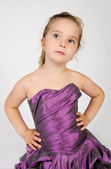 Retrato de niña sonriente linda en vestido de princesa — Foto de Stock