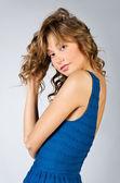 Retrato de joven caucásica hermosa vestido — Foto de Stock