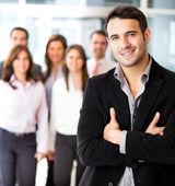Affärsman ledande en grupp — Stockfoto
