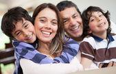 šťastné rodiny s úsměvem — Stock fotografie