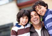 Jongens in de familie — Stockfoto