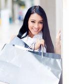 Hermosa chica de compra — Foto de Stock