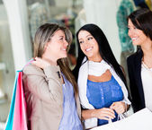 Felici le donne dello shopping — Foto Stock