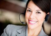 Frau an ein call-center — Stockfoto