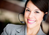 Vrouw bij een callcenter — Stockfoto