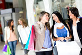 Girls out shopping — Stockfoto
