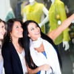 Women window shopping — Stock Photo
