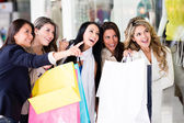 Group of friends shopping — Stock Photo