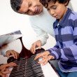 Boy in piano lessons - Foto Stock
