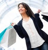 ευτυχισμένη γυναίκα ψώνια — Φωτογραφία Αρχείου
