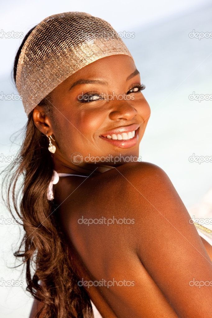 Portrait of a beautiful black woman at the beach smiling — Stock Photo #11163999