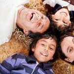 幸せな家族の肖像画 — ストック写真