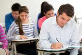 Eleverna i klass — Stockfoto