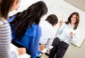 Frau unterricht einer klasse — Stockfoto