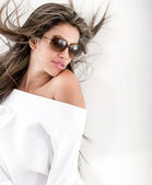 Summery woman with sunglasses — Stock Photo
