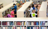 Students at the library — Stock Photo