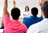Studenti chiedendo domande — Foto Stock
