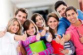 Studenter med tummen upp — Stockfoto