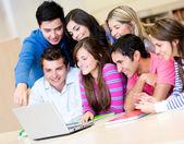 étudiants en ligne — Photo