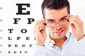 Man taking an eye exam — Stock Photo