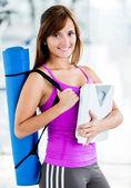 Dopasowanie kobieta na siłowni — Zdjęcie stockowe