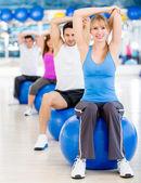 Exercice au gymnase — Photo