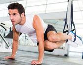 Sterke man op de sportschool — Stockfoto