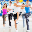 Aerobic-Kurs in der Turnhalle — Stockfoto