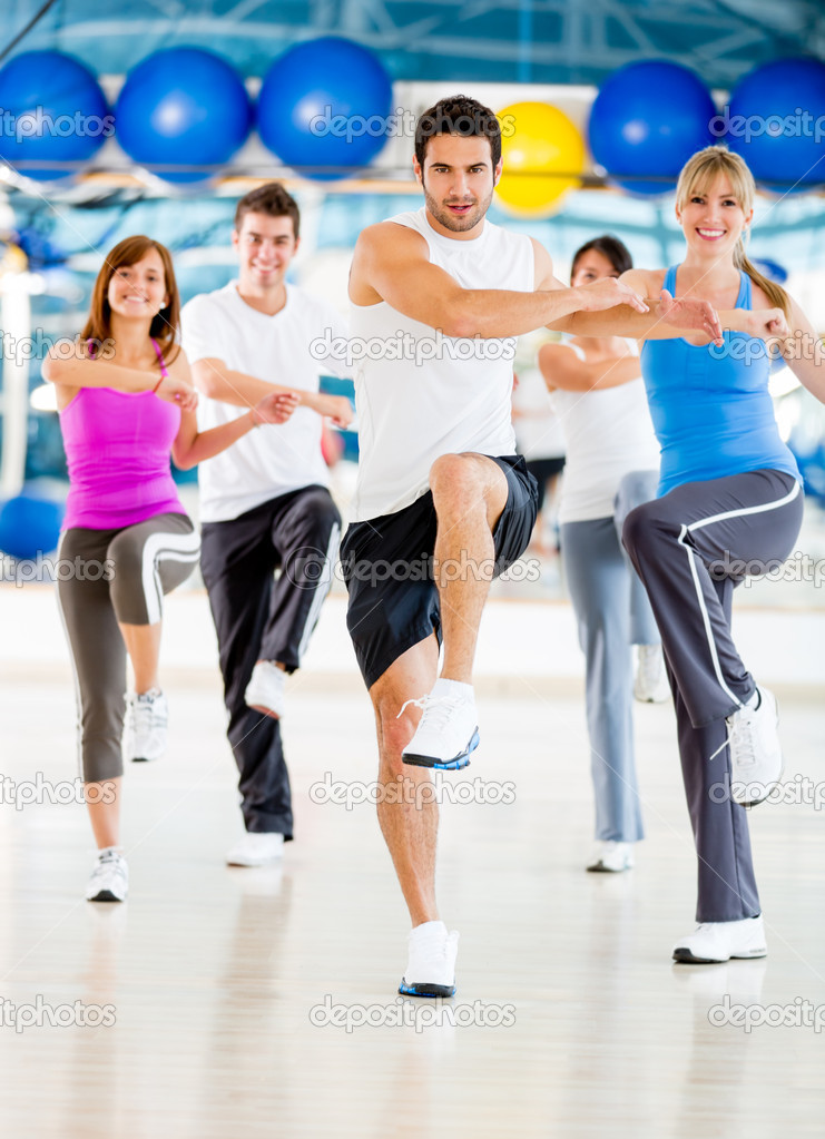 Group of in an aerobics class at the gym — Stock Photo #11854122