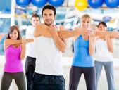 Stretching-fitness-studio — Stockfoto