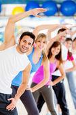Stretching på gymmet — Stockfoto