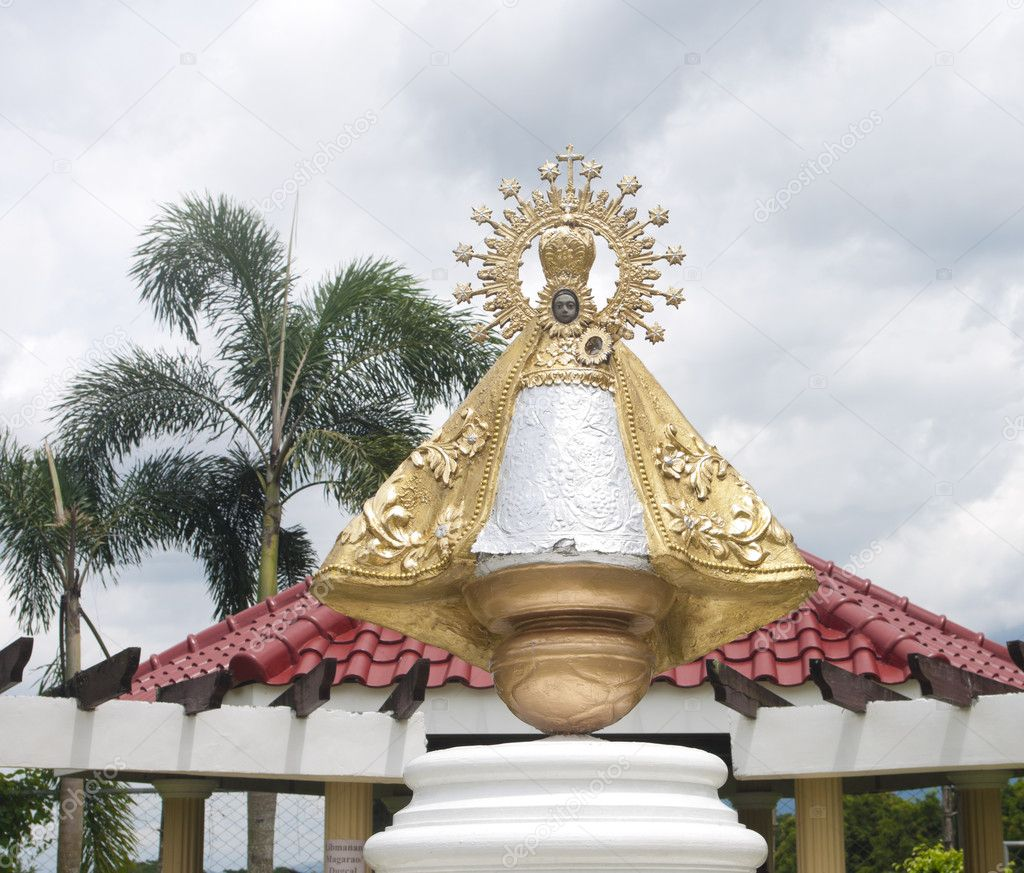 Statue of Our Lady of Peñafrancia, originally made from wood, of the Blessed Virgin Mary originally from Salamanca, Spain. Tens of thousands of pilgrims, devotees, tourists come to Naga City, Philippines every September for a nine-day festivities in  — Stock Photo #11506122