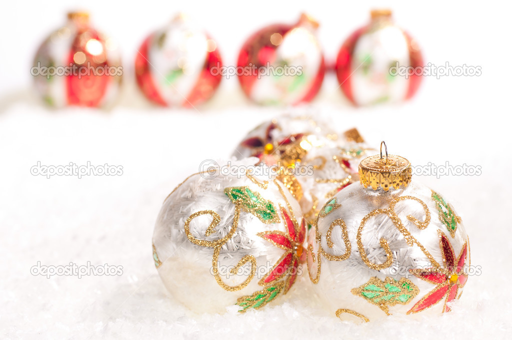 White glass baubles and a line of colorful baubles in the background on snow — Stock Photo #12013835