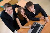 Socios de negocios en el ordenador portátil — Foto de Stock
